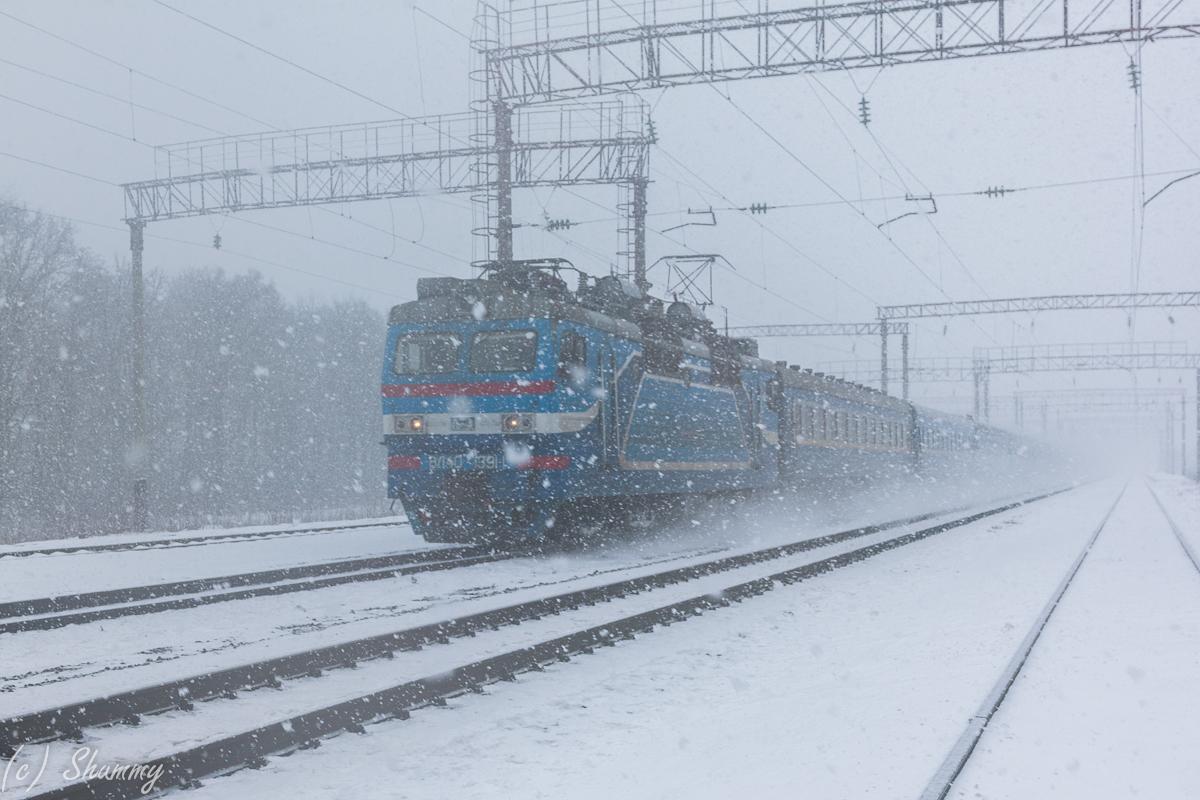 Наркевичи. ЗА 5 минут до прохода поезда солнце сменилось сильнейшим снегопадом...